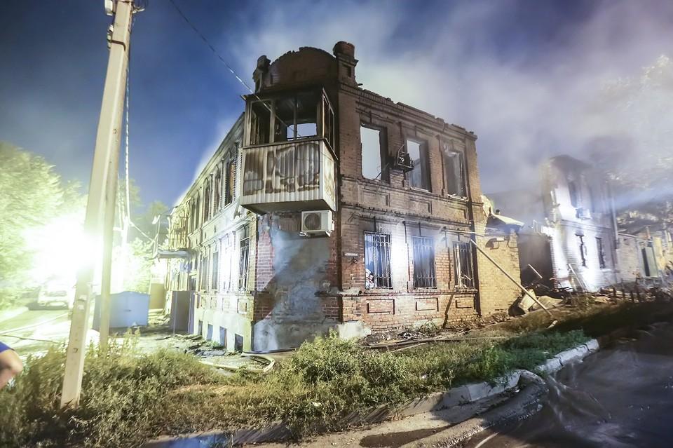 Огонь уничтожил более сотни зданий. Фото: пресс-служба губернатора РО / Павел Сапрыкин.