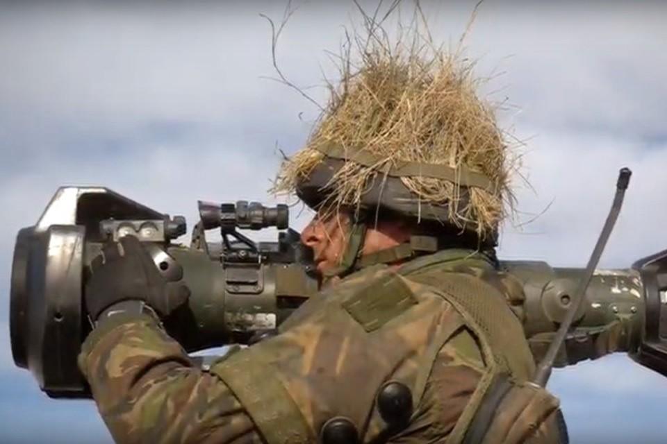 «Джавелин» способен эффективно поражать новейшие танки. Фото: youtube.com/watch?v=Hf4bjXAmrsA