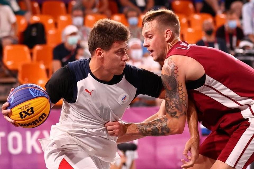 Кирилл Писклов и его товарищи дошли до финала баскетбольного турнира 3х3 в Токио-2020. Фото: Reuters.