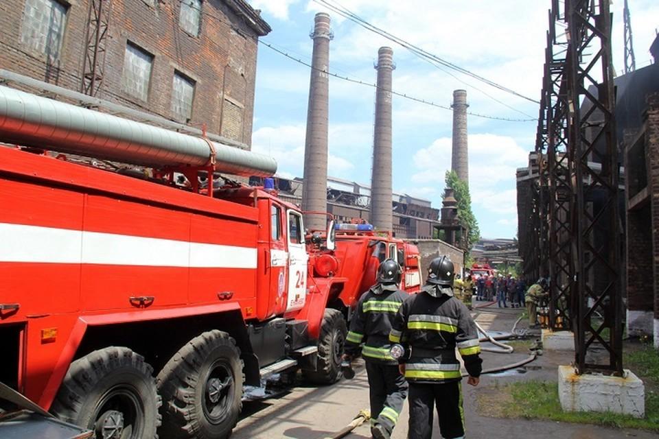 На месте происшествия работают спецслужбы для выяснения причины возгорания. Фото: пресс-служба МЧС ДНР