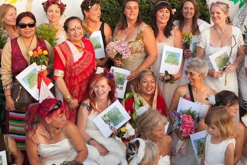 «Невесты», принявшие участие в акции, облачились в свадебные наряды