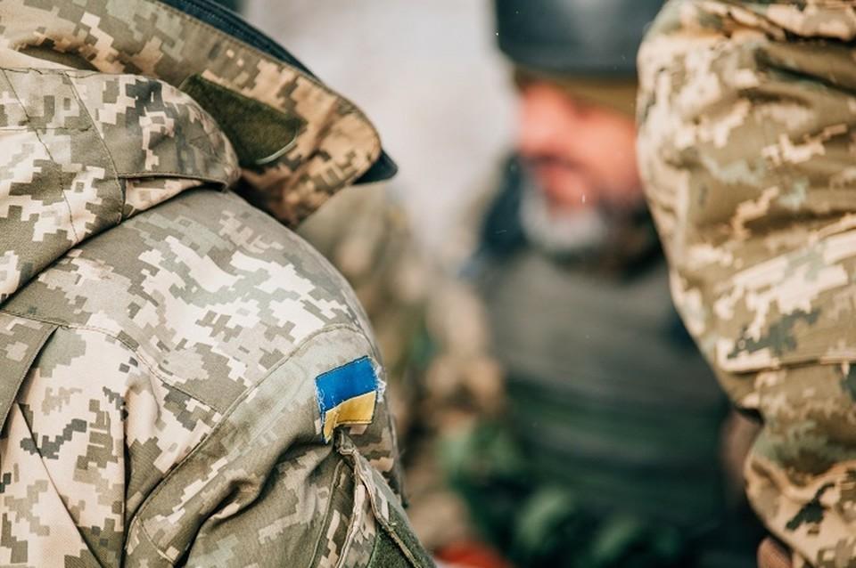 Местные жители пожаловались иностранцам на беспредел киевских силовиков. Фото: штаб ООС