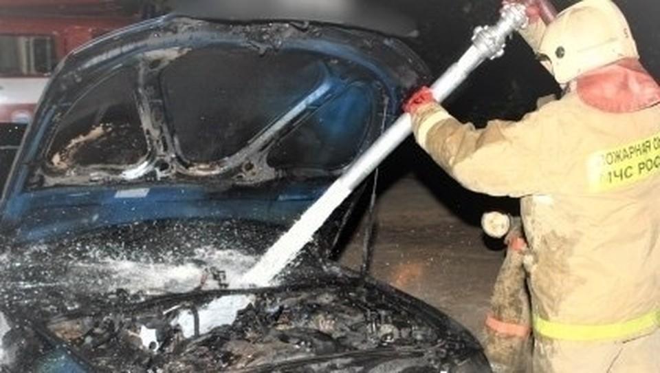 Автомобиль Hyundai сгорел ночью в Сафонове. Фото: пресс-служба ГУ МЧС по Смоленской области.