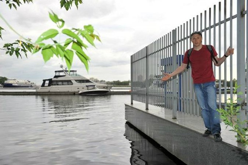Корреспондент «КП»: - Кому - «Город яхт», кому - закрытый оградой берег.