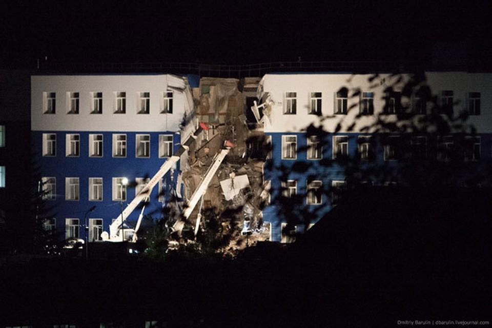 Число жертв обрушения казармы под Омском достигло 23 человек. Фото: Дмитрий БАРУЛИН