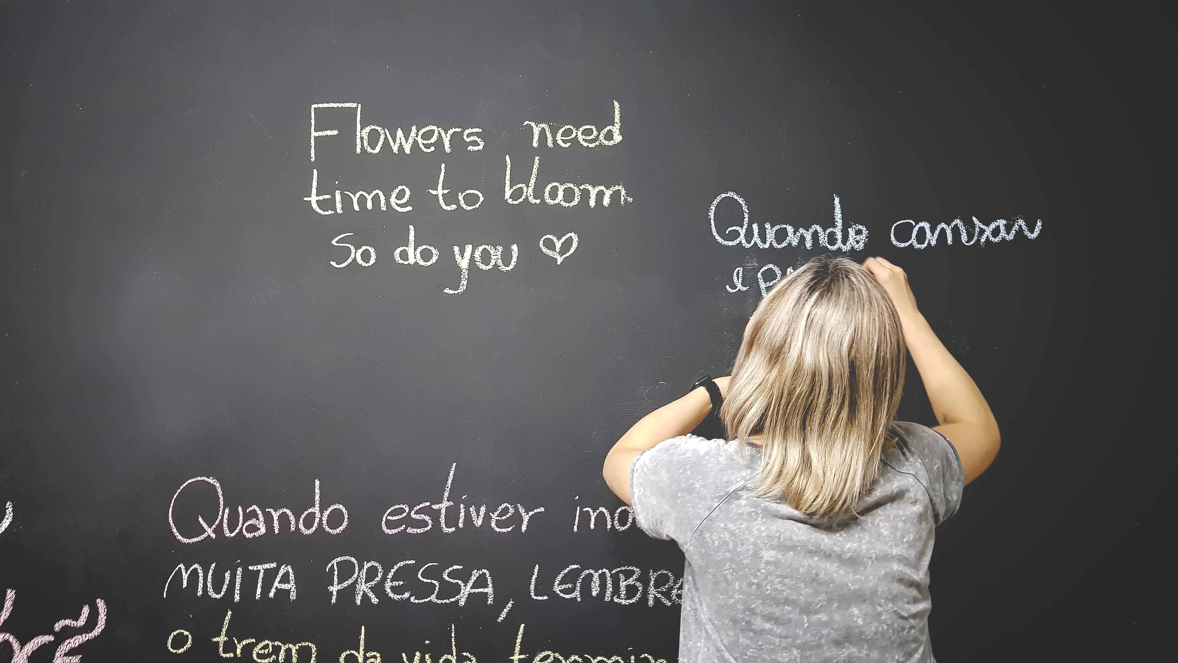 Для запоминания иностранных слов существуют различные мнемотехники - техники управления памятью. Фото: unsplash.com